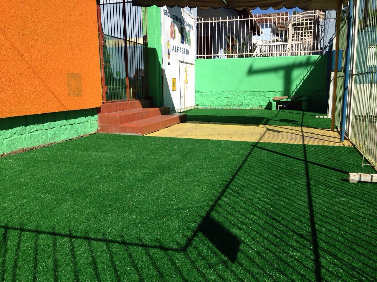 Escola de Educação Infantil Alfabeto - Grama sintética decorativa - Porto Alegre / Rio Grande do Sul