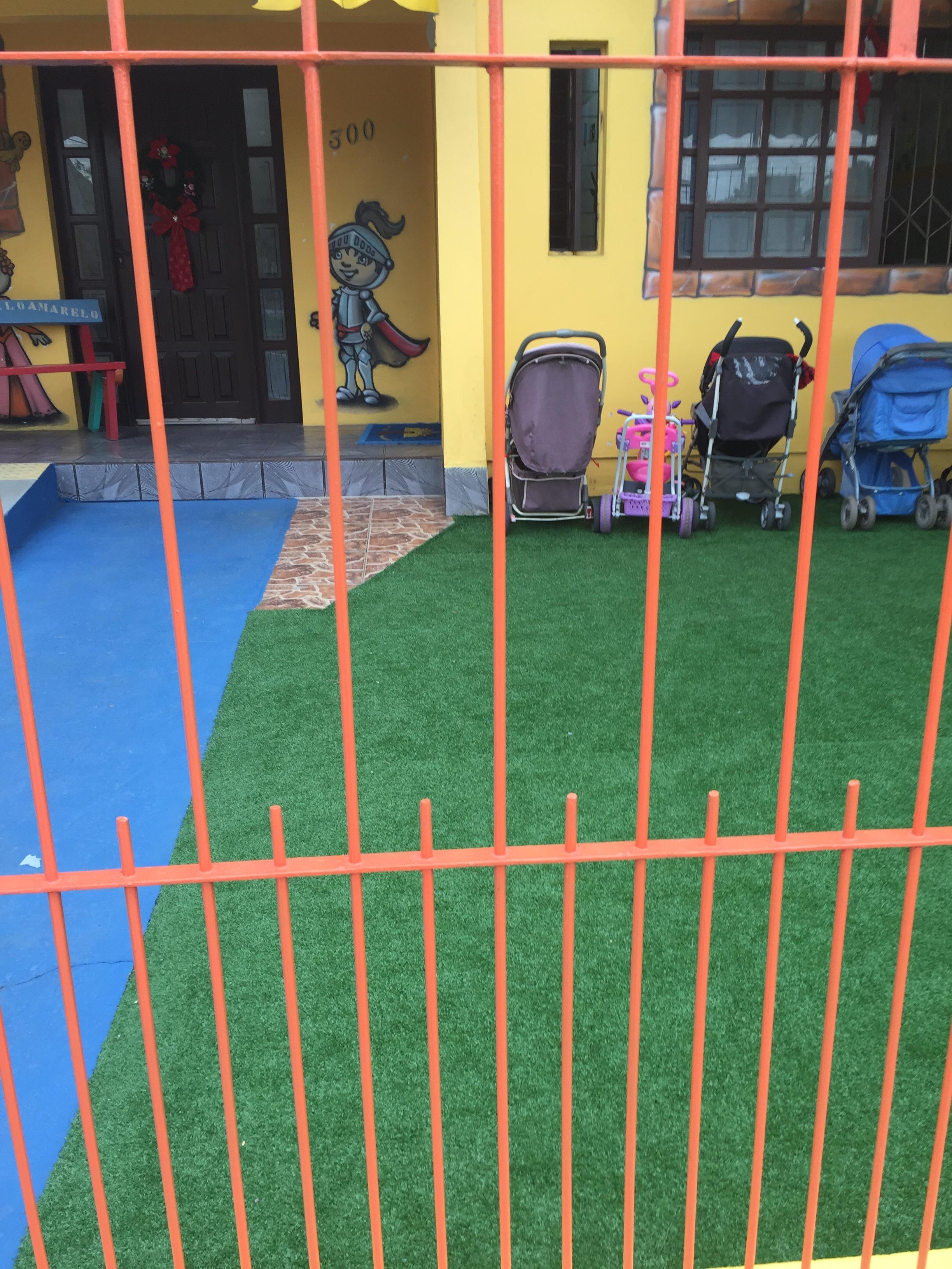 Escola de Educação Infantil Castelo Amarelo - Grama sintética decorativa - Canoas / Rio Grande do Sul